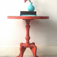 Small table. Vintage pie crust table. Lamp table. occasional table. stand.