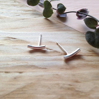 Modern and minimal curve stud earrings in recycled sterling silver.
