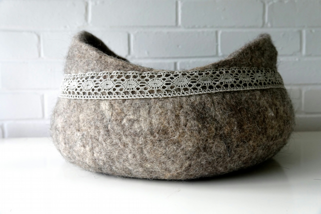 Felted felt and linen lace storage basket can be used as cat bed, laundry hamp