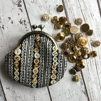 Button & Lace Designed Clasp Coin Purse