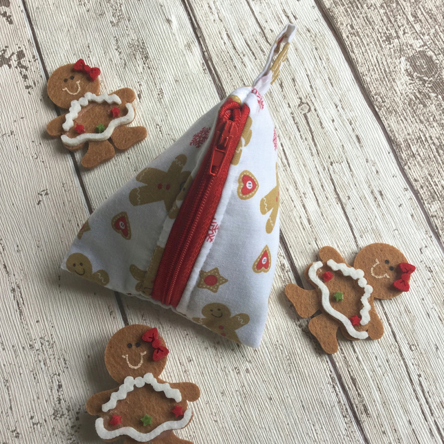 Pyramid Purse in a Gingerbread Man Themed Fabric