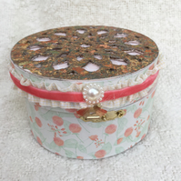 Circular filigree box