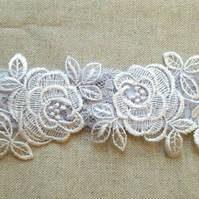 Floral lace wedding garter - white & blue