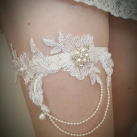 Wedding garter, ivory garter, bridal garter, pearl and rhinestone garter