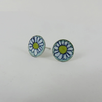 Daisy studs in silver and enamel
