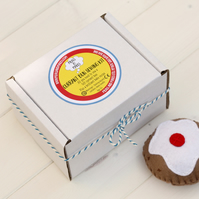 Felt currant bun sewing kit gift