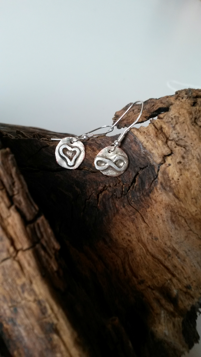 Mismatched heart & infinity drop earrings
