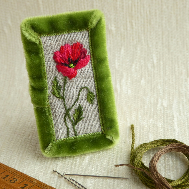 Poppy - textile brooch, hand stitched