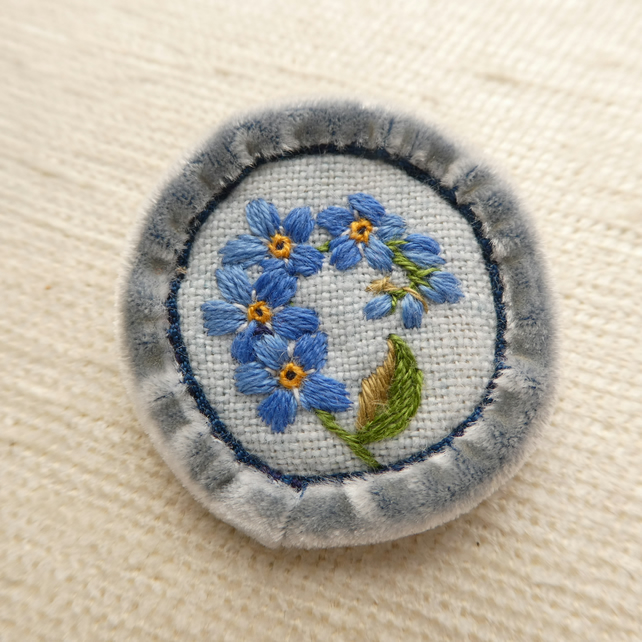 Forget-me-not - hand stitched brooch