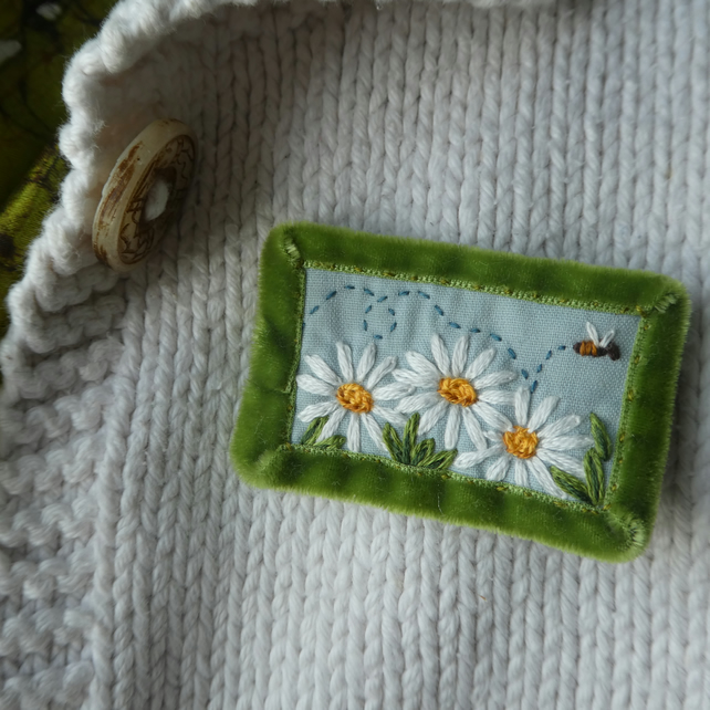 Daisies and Bee - textile brooch