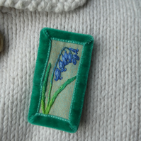 Blubell - embroidered brooch