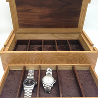 Handmade fine watch box in oak and walnut, customisable in wood and interior