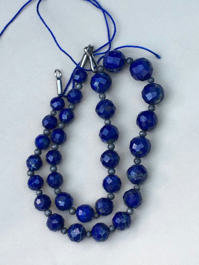Lapis lazuli beaded necklace shaped  6 grams