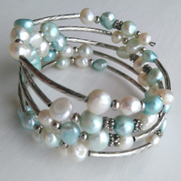 Blue and white fresh water pearl bracelet