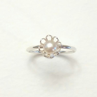 Dainty Flower Pearl Ring
