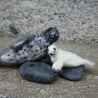Needle felting kit for beginners - Seal and Pup