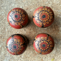Set of 4 pyrography decorated knobs