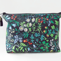 Dumpy bag, leafy, green, plants, jungle, boxy wash bag, cosmetic bag, zip bag