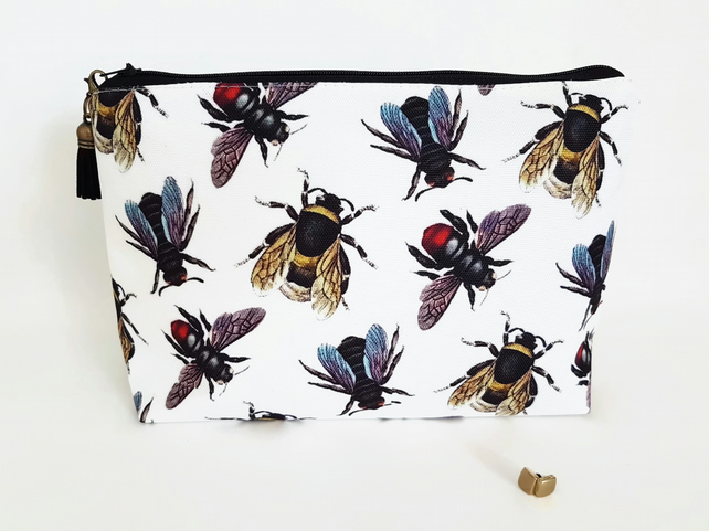 bees,queen bees,bumble bees wash bag,dumpy bag,toiletries bag,cosmetic bag.