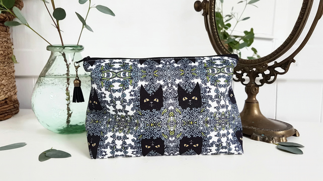 Gifts for her, Wash bag,Cats and navy floral make-up bag, travel bag, cosmetics