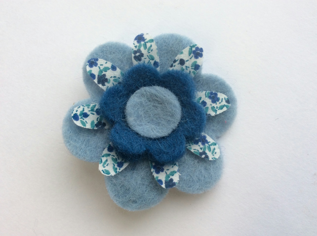 (0039) Handmade wool felt and cotton flower brooch, in shades of blue.