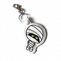 Halloween mummy keyring white leatherette, Halloween mummy bag charm, cute hallo