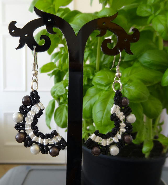 Earrings - Crescent style in black and white (E015)