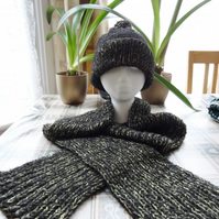 Bobble Hat and Scarf Set in Olive Green and Black     (HS001)