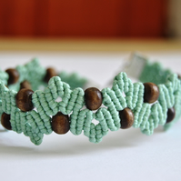 Macrame leaf style bracelet - brown & green