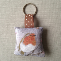 Winter Robin Keyring (red check)
