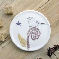 Bone china long tail on fern coaster