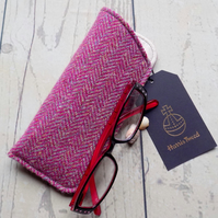 Harris Tweed eyeglasses case in magenta pink and beige herringbone weave