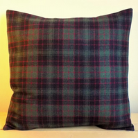 Cushion cover. Tartan plaid in dark green, black and red