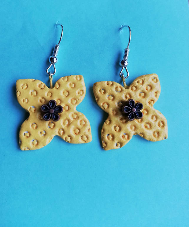 Yellow petal shaped earrings with flower motif