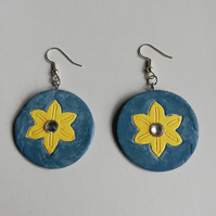 Blue-grey circular earrings with yellow flower and clear cabochon
