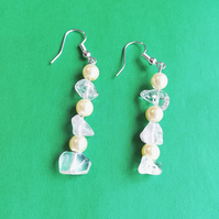 Semi precious quartz chips and cream pearls earrings