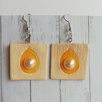 Square earrings with orange teardrop shape and Swarovski pearl