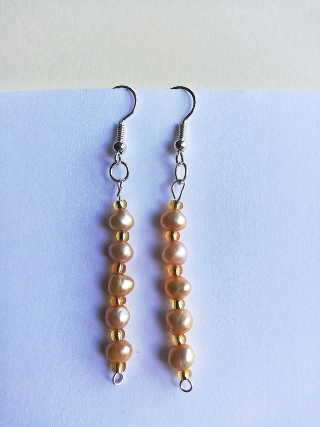 Freshwater cream pearls and topaz seed beads earrings