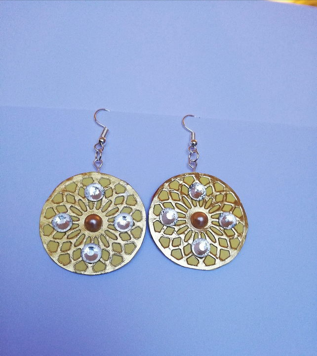 lightweight earrings with clear cabochons