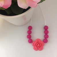 Breastfeeding teething necklace