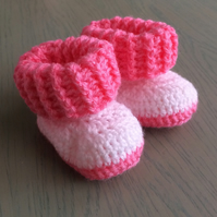 Gorgeous crocheted baby booties
