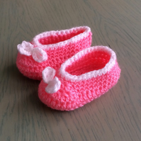 Gorgeous crocheted baby shoes