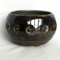 18-448 Sparkly brown bowl with stamped pattern