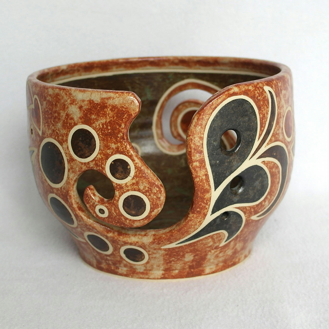 19-91 Large ceramic stoneware yarn bowl with stencilled patterns in brown tones