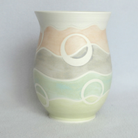 19-127 Stoneware pottery hand thrown pastel vase (Free UK postage)