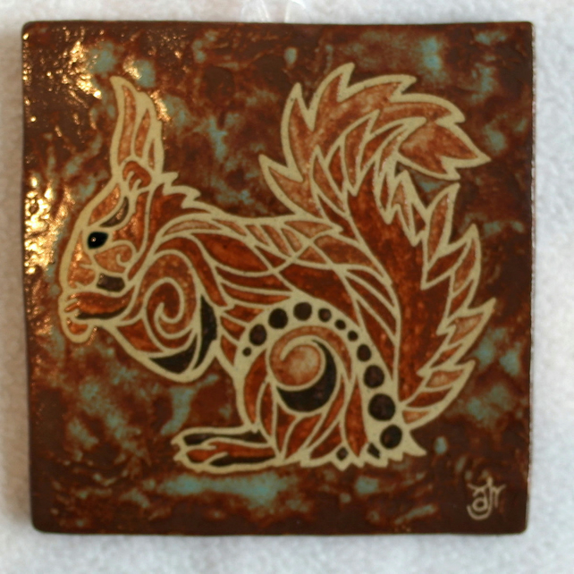 WP20 Wall plaque tile squirrel picture