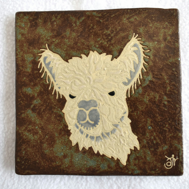 WP40 Wall plaque tile alpaca picture
