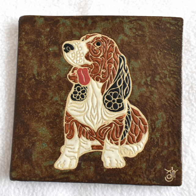WP42 Wall plaque tile basset dog picture