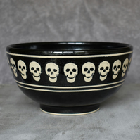 19-251 Black sparkly bowl with skulls
