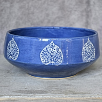19-256 Leaf patterned bowl (Free UK postage)